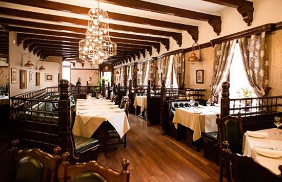 ресторан Jules Verne